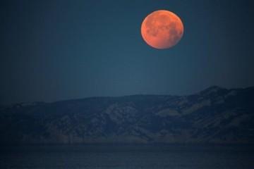 Nguyệt thực toàn phần và siêu trăng máu cùng lúc xuất hiện vào ngày mai