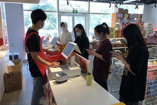 Đồ ăn sắp hết hạn 'lên ngôi', giới trẻ Trung Quốc đổ xô săn lùng