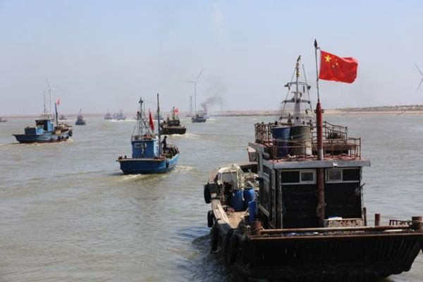 Đội tàu cá Trung Quốc lộng hành, Hàn Quốc tung kế đối phó