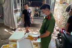 Nửa tấn gà ủ muối nhập lậu bị bắt giữ khi đi giao nhà hàng ở Hà Nội