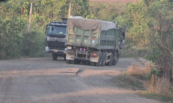 Đắk Lắk: CSGT đang truy tìm chiếc xe ben màu xám 'che biển số' bí ẩn