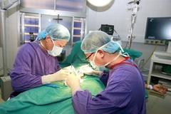 Bé trai 12 tuổi phải cắt bỏ tinh hoàn do giấu bố mẹ khi đau