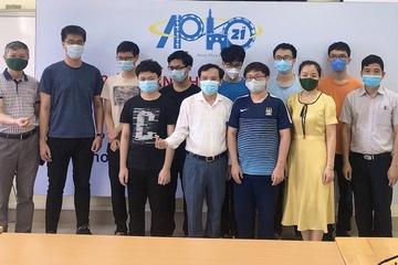 Bộ GD&ĐT tuyên dương thành tích đội Việt Nam thắng lớn tại Kỳ thi Olympic Vật lý châu Á - Thái Bình Dương
