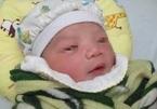 Mẹ mắc Covid-19, bố bị ung thư, bé sơ sinh 3 ngày tuổi đi cách ly cùng bác