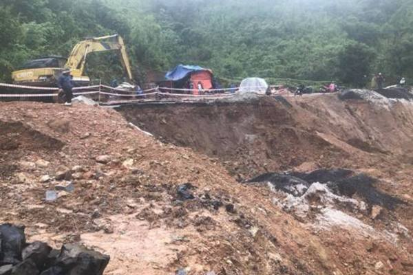Đắk Lắk: Sạt lở nghiêm trọng trên tuyến đường liên xã vùng sâu