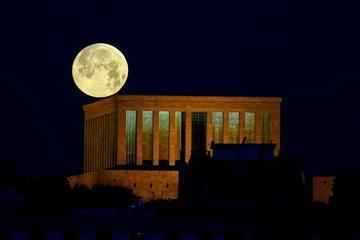 Chiêm ngưỡng chùm ảnh siêu trăng máu và nguyệt thực toàn phần tuyệt đẹp khắp nơi trên thế giới