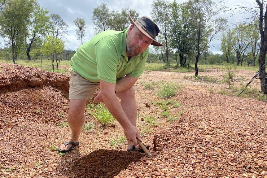 Hành trình tìm đá quý ở vùng hẻo lánh Australia