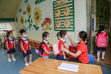Bạo hành dã man trẻ em xảy ra tại nhiều trường mầm non Trung Quốc
