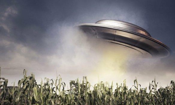 Cựu nhân viên tình báo Mỹ điều tra UFO phàn nàn bị Lầu Năm Góc đe dọa