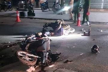 Thanh Hóa: 2 xe máy đấu đầu, 4 người thương vong trong đêm