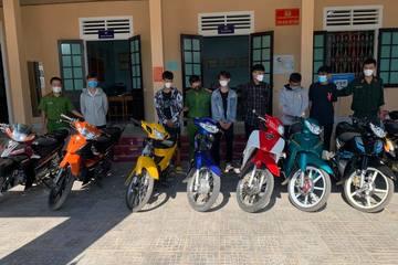 Huế: Ngăn chặn nhóm 20 thanh thiếu niên chạy xe máy tốc độ cao, lạng lách đánh võng