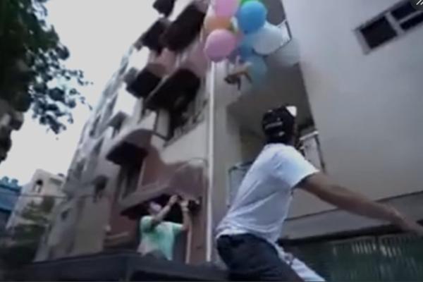 Học phim nước ngoài buộc chó vào bóng bay thả lên trời, chàng trai nhận kết đắng