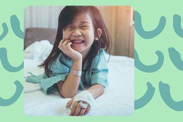"""5 cách cải thiện tâm trạng """"khó ưa"""" của con trẻ khi ốm bệnh"""