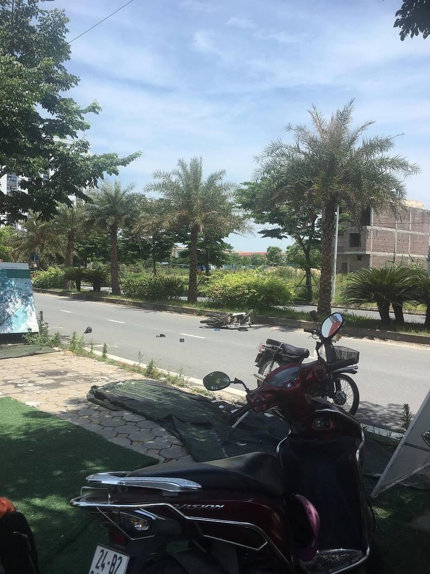 Hà Nội: Clip nạn nhân bị cướp, 3 thanh niên văn phòng lao như tên ra đuổi cướp giữa trưa làm nức lòng cõi mạng