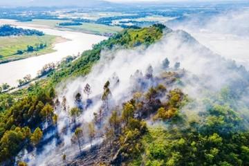 Nắng nóng gay gắt, 1 ngày 2 vụ cháy rừng ở Nghệ An
