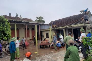 Hà Tĩnh: Lốc xoáy quật đổ nhiều cột điện, hơn 30 nhà tốc mái