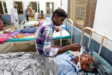 Uống rượu độc giữa dịch Covid-19, 25 người mất mạng ở Ấn Độ