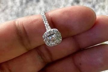 Thợ lặn tìm thấy nhẫn kim cương dưới hồ lớn nhất nước Anh