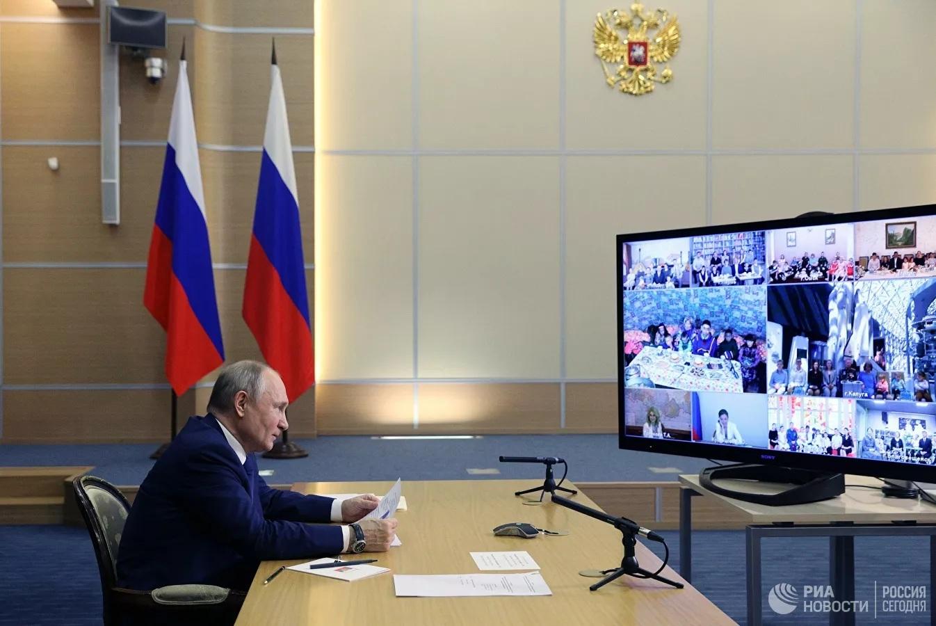 Ông Putin chia sẻ kỷ niệm thời thơ ấu với các gia đình đông con