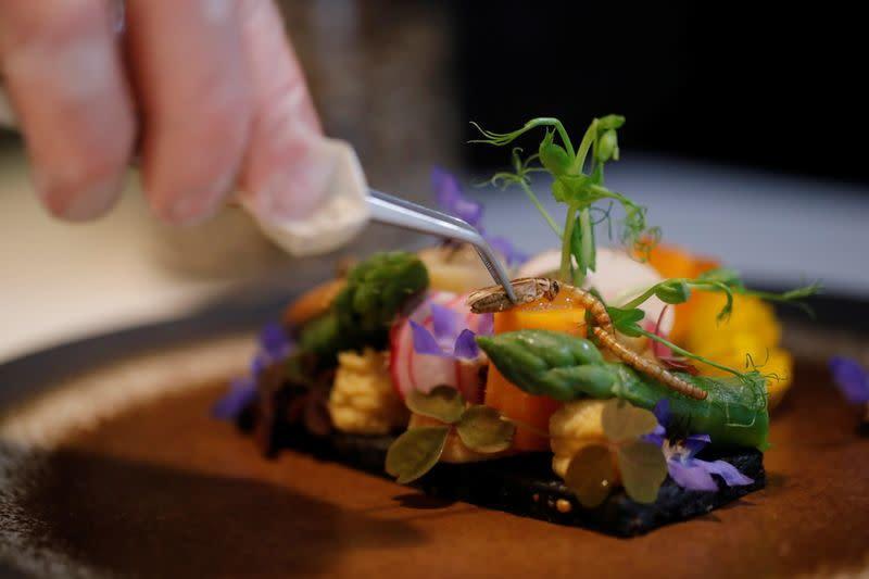 Nhà hàng Pháp phục vụ món ăn của tương lai không dành cho người yếu tim
