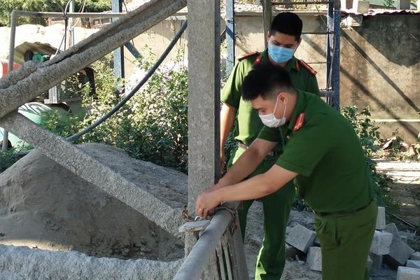 Phong tỏa trạm bê tông ở Hà Nội vi phạm lấn chiếm hành lang đê điều