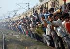 Ấn Độ: Dân bị cấm ra đường, số người chết vì tai nạn đường sắt vẫn cao