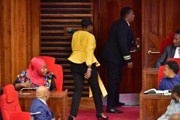 Nữ Nghị sĩ Tanzania bị mời ra khỏi phòng họp quốc hội vì mặc quần bó