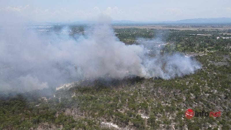 Quảng Nam: Hơn 100 người nỗ lực dập vụ cháy rừng phòng hộ