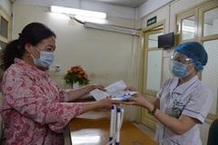 Đi khám bệnh không phải mang thẻ, cả người dân tới bệnh viện đều thuận tiện