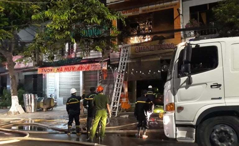Hỏa hoạn trong đêm tại cửa hàng điện, 4 người tử vong