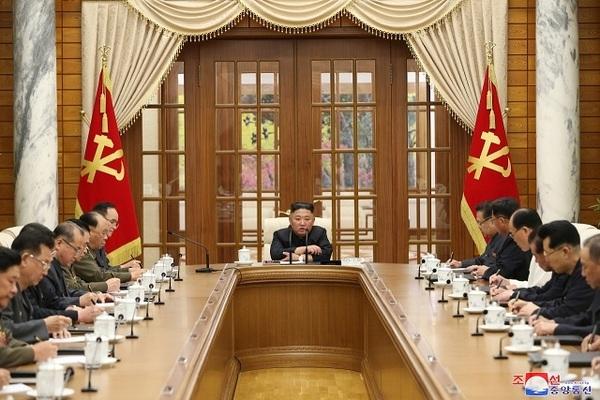 Ẩn ý về việc tái xuất sau 1 tháng vắng bóng của ông Kim Jong-un?