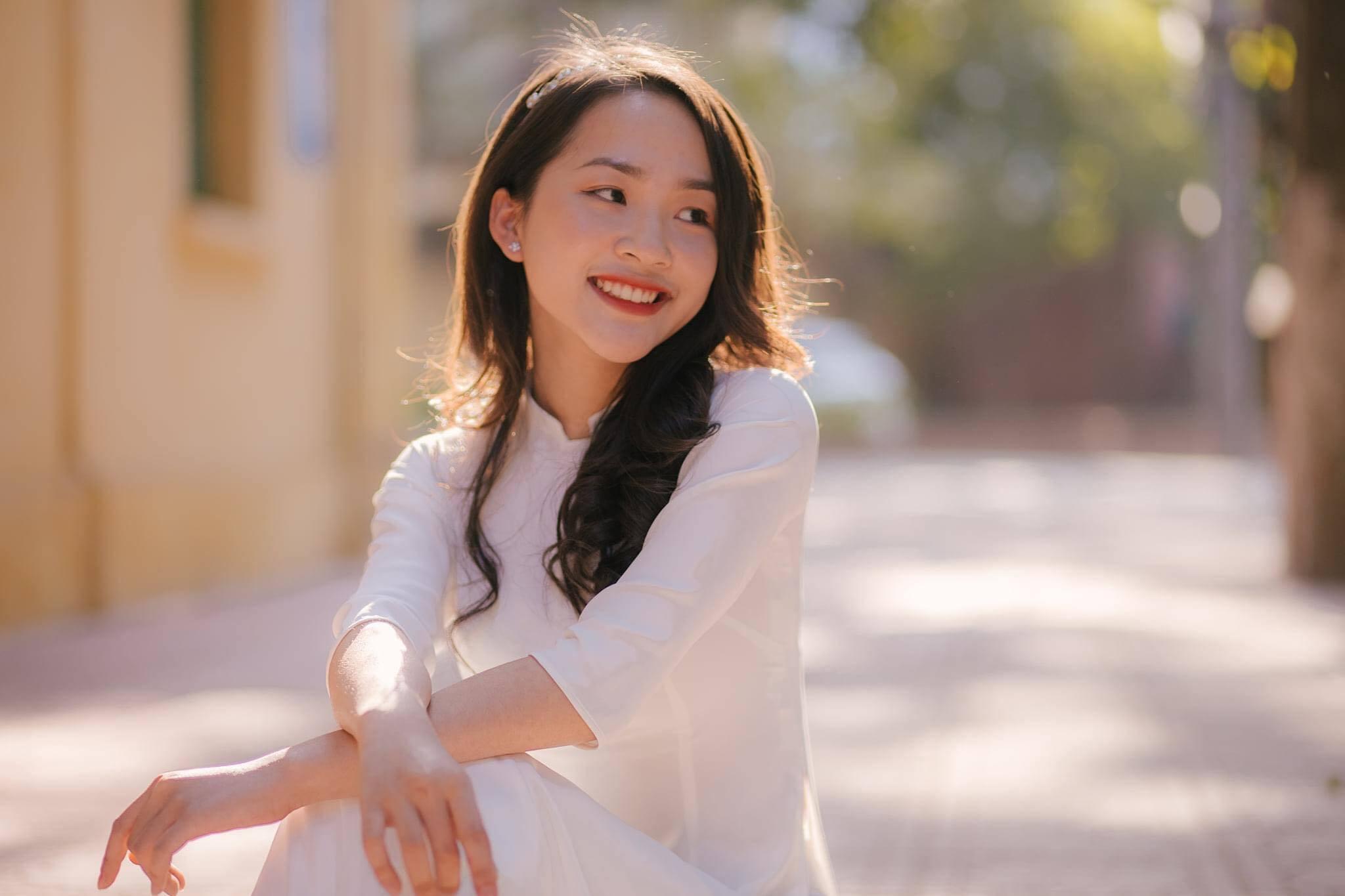 Nữ sinh trường Kinh tế có gương mặt đẹp 'không góc chết' cùng thành tích học tập đáng mơ ước
