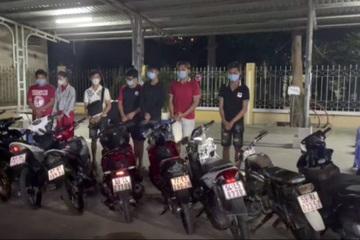 Nhóm thanh niên tập tụ giữa đêm trong mùa dịch, gặp CSGT quăng xe bỏ chạy vẫn không thoát