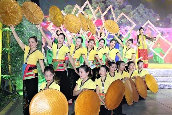 Tuần Du lịch - Văn hóa Lai Châu 2021 tổ chức dù lượn, chợ phiên