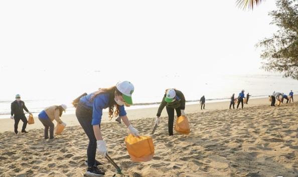 nhặt rác,thu gom rác trên biển,bảo vệ môi trường