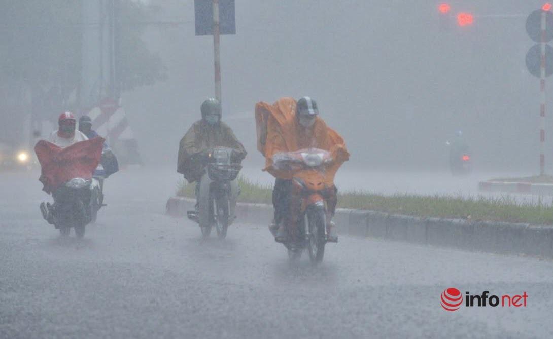 Hà Nội mưa to, đề phòng lốc sét, gió giật mạnh