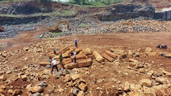 Hơn 80 khối đá cây 'không cánh mà bay' chỉ sau 3 ngày bị lập biên bản