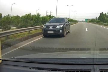 Xe ô tô đi ngược chiều trên cao tốc Nội Bài – Lào Cai 'lọt' vào camera