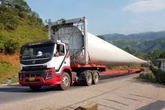 Trầm trồ xem đoàn xe chở thiết bị điện gió khổng lồ ở Việt Nam, công việc hậu cần 'cực khó'