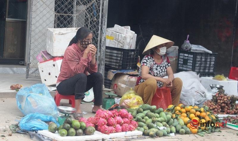 Dừng giãn cách xã hội ở xã ven biển Nghệ An, đường vẫn vắng vẻ, chợ thưa người