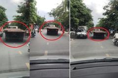 Kinh hãi xe tải 'lê máy chém' trên đường phố