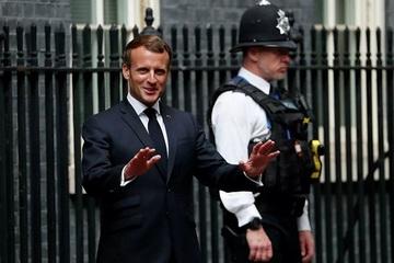 Video cận cảnh vụ Tổng thống Pháp bị tấn công