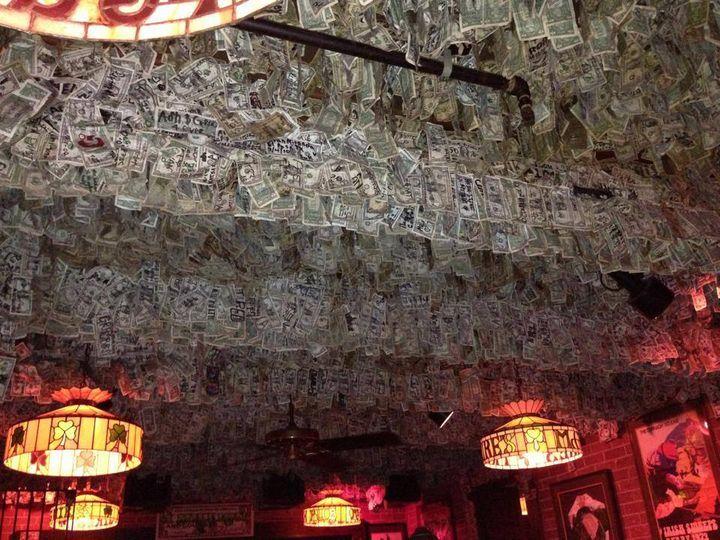 Choáng với nhà hàng trang trí toàn bộ không gian bằng tiền mặt
