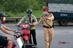 Liều mạng chạy vào đường cấm trên Đại lộ Thăng Long, tài xế xếp hàng ký biên bản vi phạm