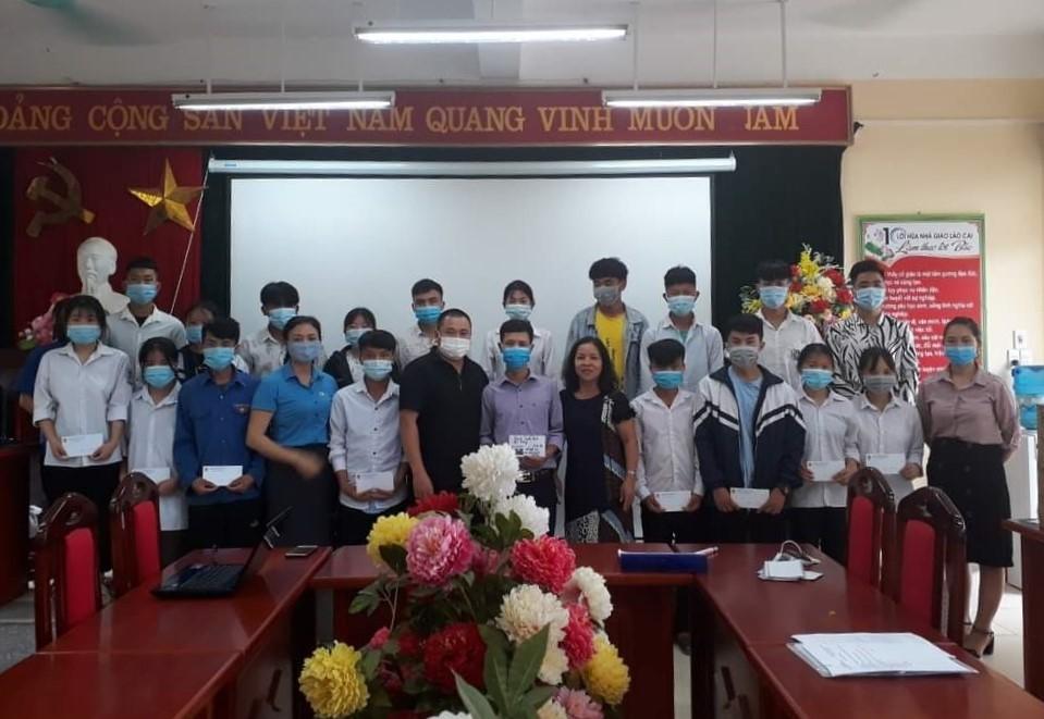 Lào Cai: Trao học bổng cho học sinh có hoàn cảnh khó khăn