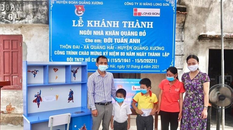 """Khánh thành """"Ngôi nhà Khăn quàng đỏ"""" cho học sinh nghèo vượt khó"""