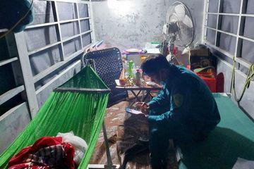45 xe buýt, xe tải thành nơi trú mưa cho cán bộ phòng chống dịch ở Hà Tĩnh