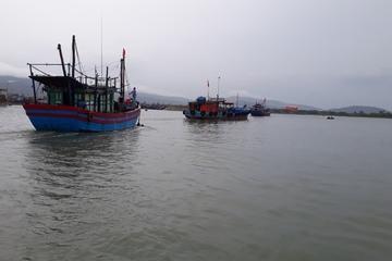 Thanh Hóa: Huy động lực lượng tìm kiếm ngư dân mất liên lạc trên biển khi tìm nơi tránh bão
