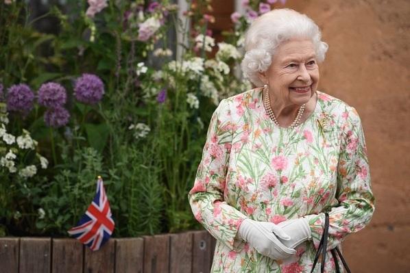 Nữ hoàng Anh phong tước hiệp sĩ cho những người sáng chế ra vắc-xin Covid-19