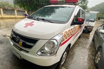 Xe cứu thương chở 12 người ở Bắc Ninh đi Sơn La hú còi ưu tiên định vượt chốt kiểm dịch